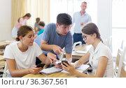 Teenager students performing group tasks. Стоковое фото, фотограф Яков Филимонов / Фотобанк Лори