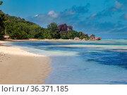 Einsamer Strand auf La Digue, Seychellen. Lonesome tropical beach... Стоковое фото, фотограф Zoonar.com/Dirk Rueter / easy Fotostock / Фотобанк Лори