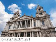 Exterior Detail of London's Saint Paul's Cathedral facade. Стоковое фото, фотограф David Herraez Calzada / easy Fotostock / Фотобанк Лори