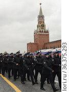 Солдаты президентского полка во время военного парада на Красной площади в Москве. Редакционное фото, фотограф Free Wind / Фотобанк Лори