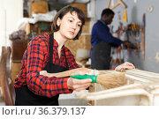 Renewing vintage chest of drawers. Стоковое фото, фотограф Яков Филимонов / Фотобанк Лори