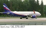 Passenger airbus of the Russian airline Aeroflot. Редакционное видео, видеограф Игорь Жоров / Фотобанк Лори