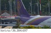Passenger plane ready to take off (2017 год). Редакционное видео, видеограф Игорь Жоров / Фотобанк Лори