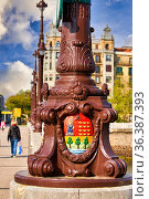Heraldic coat of arms of Gipuzkoa, Santa Catalina bridge, Donostia... Стоковое фото, фотограф Javier Larrea / age Fotostock / Фотобанк Лори