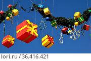 Farbige Geschenkpakete als Weihnachtsdekoration in Spanien. Стоковое фото, фотограф Zoonar.com/Atlantismedia / easy Fotostock / Фотобанк Лори