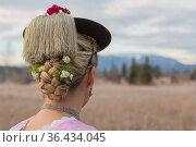 Junge unverheiratete Frau trägt stolz ihren traditionellen Schnurhut... Стоковое фото, фотограф Zoonar.com/Hans Eder / easy Fotostock / Фотобанк Лори