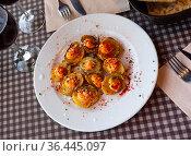 Spanish fried potatoes patatas bravas. Стоковое фото, фотограф Яков Филимонов / Фотобанк Лори