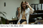 Beautiful smiling girl topless wearing white shirt posing in office with glass of champagne. Стоковое видео, видеограф Яков Филимонов / Фотобанк Лори