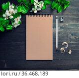 Blank kraft sketchbook, pencil, sharpener and flowers mock up on wooden... Стоковое фото, фотограф Zoonar.com/Alex Veresovich / easy Fotostock / Фотобанк Лори