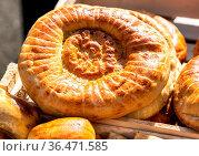 Appetizing uzbek flatbreads with sesame seeds from the tandir. Traditional... Стоковое фото, фотограф Zoonar.com/Alexander Blinov / easy Fotostock / Фотобанк Лори