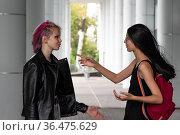 Teenage girls on city street. Стоковое фото, фотограф Евгений Харитонов / Фотобанк Лори