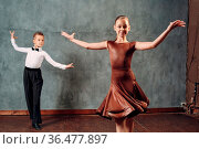 Young dancers boy and girl dancing ballroom dance Samba. Стоковое фото, фотограф Zoonar.com/Max / easy Fotostock / Фотобанк Лори