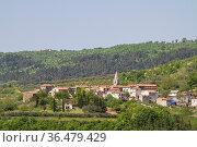 Kostanjica - idyllisches kleines Bergdorf auf einem Hügel hoch über... Стоковое фото, фотограф Zoonar.com/Eder Christa / easy Fotostock / Фотобанк Лори