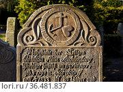 Sprechender Grabstein mit dem Dreiersymbol Kreuz, Herz, Anker fuer... Стоковое фото, фотограф Zoonar.com/Stefan Ziese / age Fotostock / Фотобанк Лори