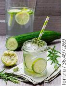 Gurken Limetten Limonade mit Rosmarin und Thymian. Стоковое фото, фотограф Zoonar.com/WSF / easy Fotostock / Фотобанк Лори