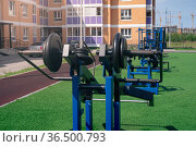 Public exercise machines for outdoor weight training in the city courtyard. Стоковое фото, фотограф Евгений Харитонов / Фотобанк Лори