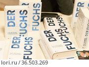 Autor Nis-Momme Stockmann liest aus sseinem Roman Der Fuchs in der... Стоковое фото, фотограф Zoonar.com/C3455 Robert B. Fishman / age Fotostock / Фотобанк Лори