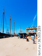 San Francisco, USA - May 18, 2016: Sunny day under clear, blue sky... Стоковое фото, фотограф Zoonar.com/Pius Lee / age Fotostock / Фотобанк Лори