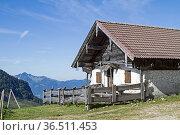 Beim Aufstieg zum beliebten Spitzsteinhaus kommt man an der idyllischen... Стоковое фото, фотограф Zoonar.com/Eder Christa / easy Fotostock / Фотобанк Лори