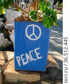 Peace, frieden, begrüßung, schrift, zeichen, einladung, blumenschmuck... Стоковое фото, фотограф Zoonar.com/Volker Rauch / easy Fotostock / Фотобанк Лори