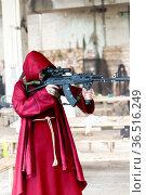 Franciscan monk aiming with a rifle. Стоковое фото, фотограф Евгений Ткачёв / Фотобанк Лори