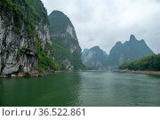 View of the Li River against the backdrop of beautiful mountains on a cloudy day (2010 год). Стоковое фото, фотограф Александр Карпенко / Фотобанк Лори