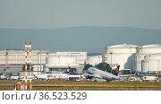 Lufthansa passenger plane takes off (2017 год). Редакционное видео, видеограф Игорь Жоров / Фотобанк Лори