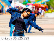 TOKYO, JAPAN - JUNE 26, 2016: Female rockabilly dancing in full jean... Стоковое фото, фотограф Zoonar.com/Pius Lee / age Fotostock / Фотобанк Лори