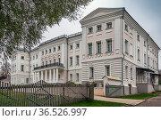 Manor building in Polotnyany Zavod village, Russia. Стоковое фото, фотограф Zoonar.com/Boris Breytman / easy Fotostock / Фотобанк Лори