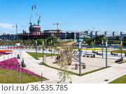 Krasnogorsk, Russia - July 22. 2021. View of embankment and office building under construction (2000 год). Редакционное фото, фотограф Володина Ольга / Фотобанк Лори