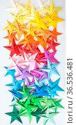Bunte Papier Origami Sterne im Farbverlauf. Стоковое фото, фотограф Zoonar.com/Barbara Neveu / easy Fotostock / Фотобанк Лори