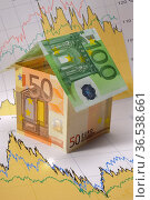 Euro house on financial chart - Wolfgang Filser [Jede Nutzung ist... Стоковое фото, фотограф Zoonar.com/Wolfilser / easy Fotostock / Фотобанк Лори