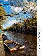 Altes kaputtes Boot auf der Prinsengracht in Amsterdam, Niederlande... Стоковое фото, фотограф Zoonar.com/Dirk Rueter / age Fotostock / Фотобанк Лори