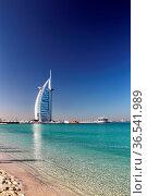 Das Luxushotel Burj al Arab am Jumeirah Beach in Dubai, Vereinigte... Стоковое фото, фотограф Zoonar.com/Dirk Rueter / age Fotostock / Фотобанк Лори