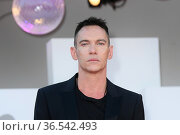 Jonathan Rhys Meyers during 'Freaks Out' red carpet during the 78th... Редакционное фото, фотограф AGF/Maria Laura Antonelli / age Fotostock / Фотобанк Лори