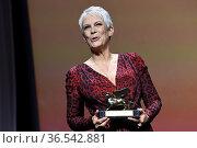 Jamie Lee Curtis received the Golden Lion for Lifetime Achievement... Редакционное фото, фотограф Maria Laura Antonelli / AGF/Maria Laura Antonelli / age Fotostock / Фотобанк Лори