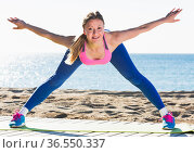 Woman is practicing asana. Стоковое фото, фотограф Яков Филимонов / Фотобанк Лори