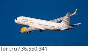Vueling airliner EC-NDC taking off from El Prat Airport (2020 год). Редакционное фото, фотограф Яков Филимонов / Фотобанк Лори