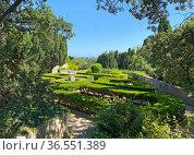 Ландшафтный лабиринт дворца Харакс. Гаспра. Редакционное фото, фотограф Мария Кылосова / Фотобанк Лори