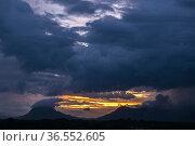 Dusk at Gunung Serapi, Matang, Sarawak, East Malaysia. Стоковое фото, фотограф Chua Wee Boo / age Fotostock / Фотобанк Лори