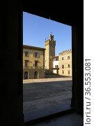 Arezzo Tuscany Italy. Framed view of Palazzo dei Priori (Communal... Стоковое фото, фотограф Marco Brivio / age Fotostock / Фотобанк Лори