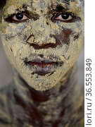 Portrait of man with skin coloured with sand for traditional dance, Bolama Island, Bijagos UNESCO Biosphere Reserve, Guinea Bissau, February 2015. Стоковое фото, фотограф Enrique Lopez-Tapia / Nature Picture Library / Фотобанк Лори