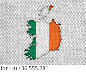 Karte und Fahne von Irland auf altem Leinen - Map and flag of Ireland... Стоковое фото, фотограф Zoonar.com/lantapix / easy Fotostock / Фотобанк Лори