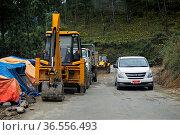 Strassenbaustelle auf dem Thimphu Punakha Highway, Bhutan / Road ... Стоковое фото, фотограф Zoonar.com/Georg / age Fotostock / Фотобанк Лори