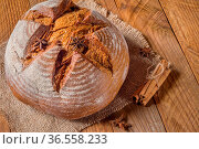 Rye bread next to the sticks of cinnamon and star anise. Стоковое фото, фотограф Zoonar.com/Roman Ivashchenko / easy Fotostock / Фотобанк Лори
