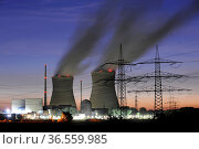 Atomkraftwerk Gundremmingen in Bayern am Abend. Стоковое фото, фотограф Zoonar.com/Wolfilser / easy Fotostock / Фотобанк Лори