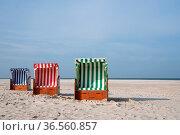 Beach chairs at the coastline of Amrum, North Frisia, Germany. Стоковое фото, фотограф Zoonar.com/Alexander Ludwig / easy Fotostock / Фотобанк Лори