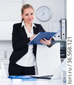 Business woman writing tasks. Стоковое фото, фотограф Яков Филимонов / Фотобанк Лори