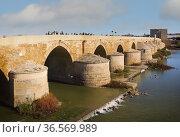 The Roman bridge across the Guadalquivir river. The bridgeâ.s origins... Стоковое фото, фотограф Ken Welsh / age Fotostock / Фотобанк Лори