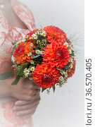 Unverzichtbares Utensil für jede Braut - der Brautstrauss. Стоковое фото, фотограф Zoonar.com/Hans Eder / age Fotostock / Фотобанк Лори